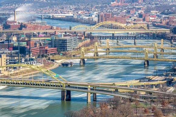 Ice rushes down the Allegheny River on a beautiful winter day