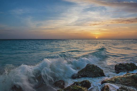 Dave DiCello Photography | Aruba | Waves crash on the beach on the