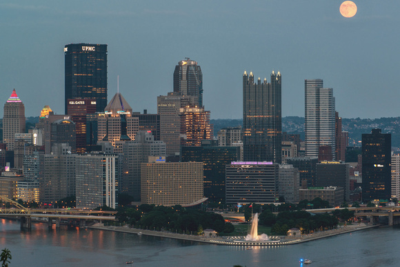 A bright Supermoon over the Pittsburgh skyline