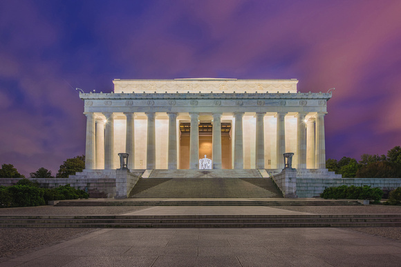 A beautiful sky backdrops the Lincoln Memorial in Washington DC