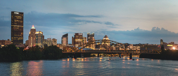 Panorama of the Pittsburgh skyline from the Allegheny River